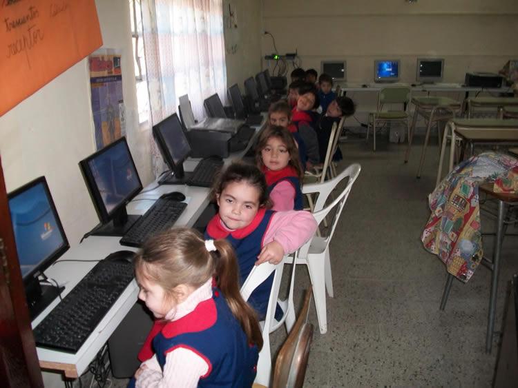 http://alterlatina.com/wp-content/uploads/2012/05/niños-jardin.jpg